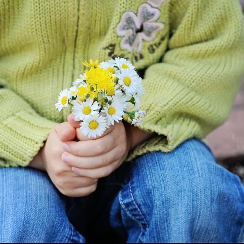 Kinderfotos - Blumenstrauss - Danke sagen - Muttertag- Fotoshooting