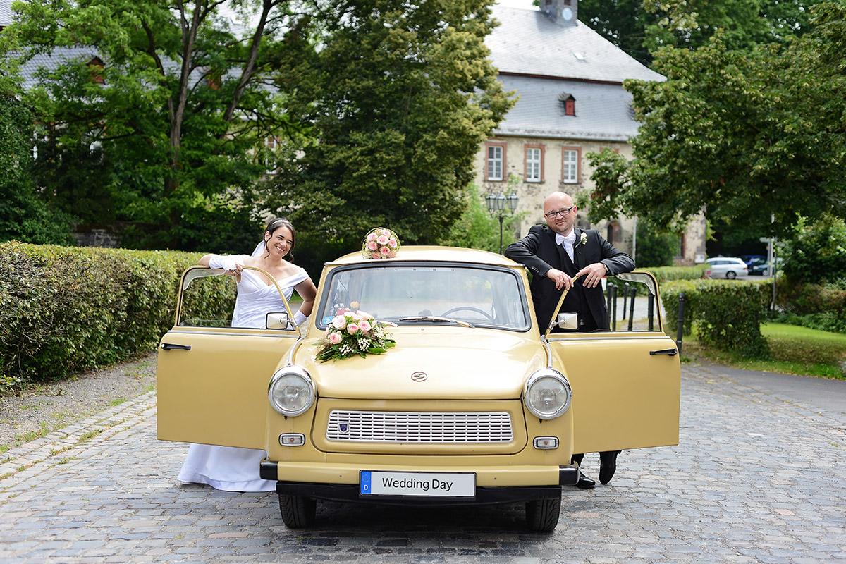 Fotos Hochzeit Fotografin, Klostermühle, Fotograf Hochzeit,Hochzeit im Kloster Arnsburg, Arnsburg Hochzeitsfotos Fotografin, Brautauto, Hochzeitsauto Lich, Hochzeitskutsche Lich, Fotos Lich Hochzeit